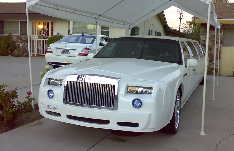 We offer Lincoln TonwnCar Limousine Rolls Royce Phantom And Bentley