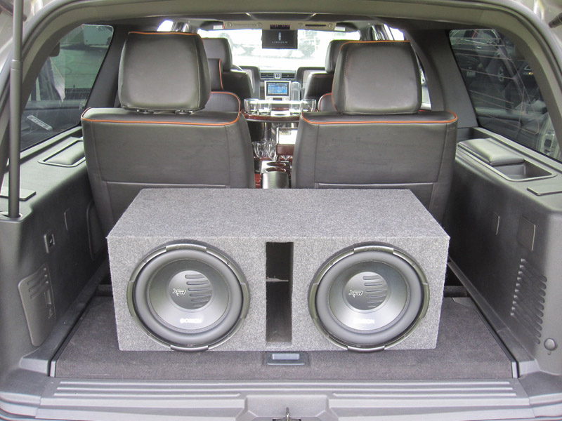 Executive Limousine AWD Lincoln Navigation 4x4 Limo Cadillac Escalade Available